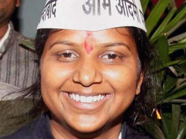 राखी बिरला ने रात में किया रैनबसेरों का दौरा