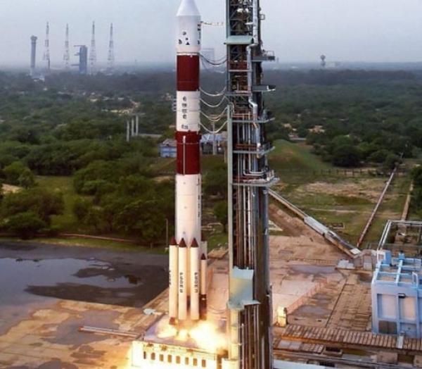 एक साथ 104 उपग्रह भेजकर इसरो ने रचा इतिहास