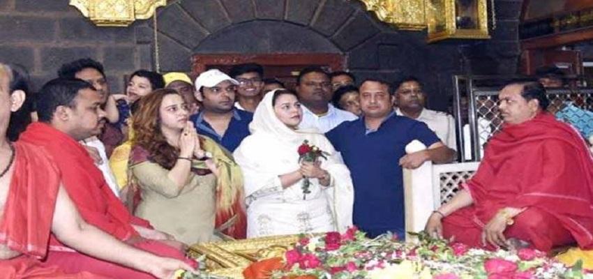'फिरंगी' की सफलता की दुआ मांगने गर्लफ्रेंड संग शिरडी पहुंचे कपिल शर्मा।