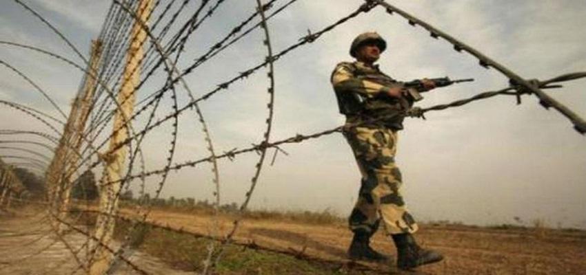 जम्मू कश्मीर के अनंतनाग में सेना के काफिले पर हमला, 5 जवानों के घायल होने की भी खबर।