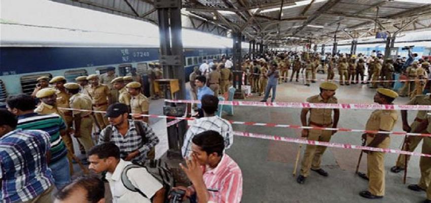 नकली पिस्तौल से रेलवे में यात्रियों को लूटने वाले गिरोह का हुआ भांडाफोड़