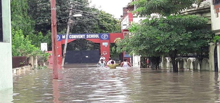 पानी-पानी हुआ स्कूल।