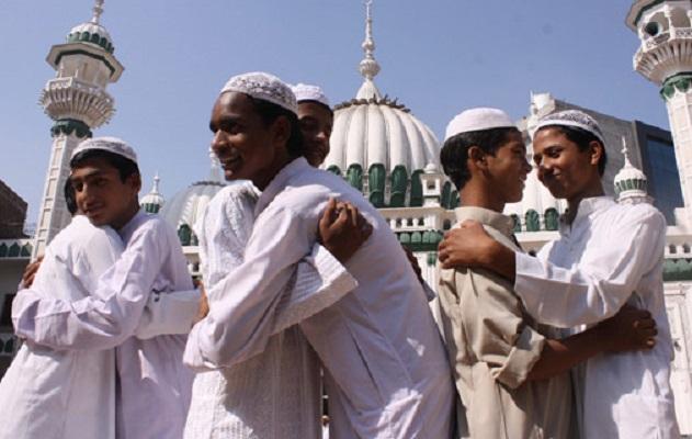 देश भर में आज ईद की धूम।