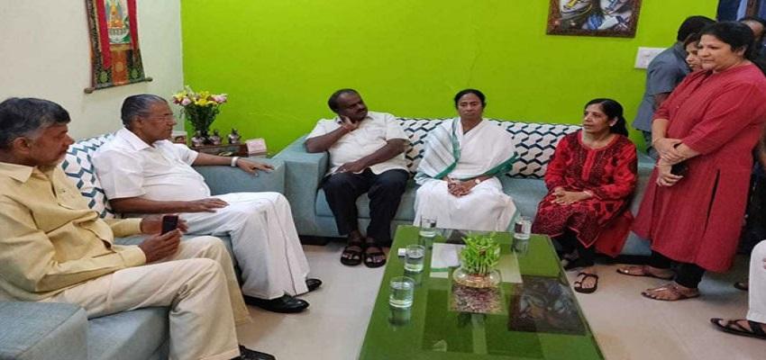 केजरीवाल को चार राज्यों के मुख्यमंत्रियों का समर्थन।