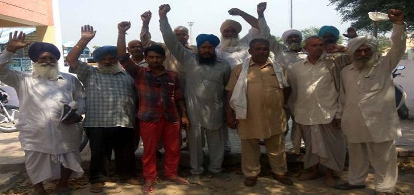 किसानों ने सरकार के खिलाफ की जमकर नारेबाजी।
