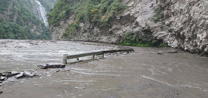 कुल्लू मनाली में भयानक बाढ़।
