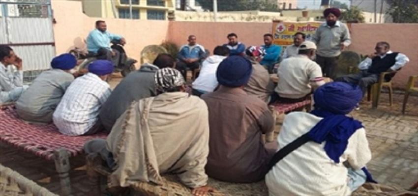 नशा मुक्त करने के लिए गांव वासियों का प्रयास।