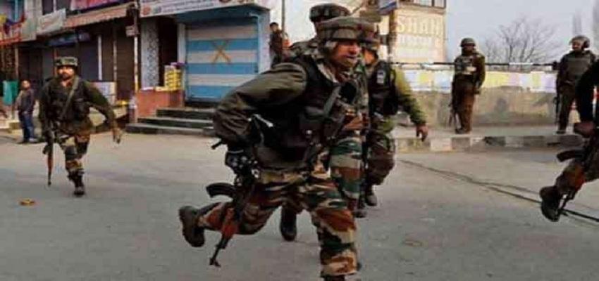 जम्मू-कश्मीर के पुलवामा में IED धमाका।