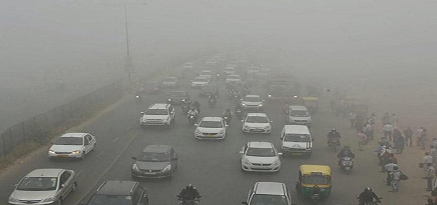 दिल्ली में दम घुटता है।