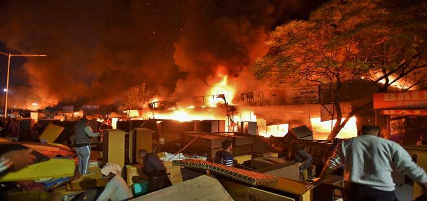 सबसे बड़ी फर्नीचर मार्केट में लगी आग, करीब 25 दुकानें जलकर खाक-चंडीगढ़