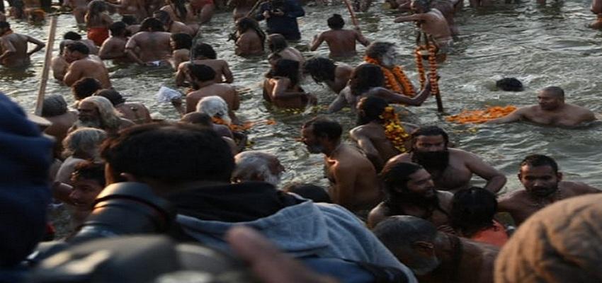 प्रयागराज में महाकुंभ 2019 में आज पहला शाही स्नान जारी।