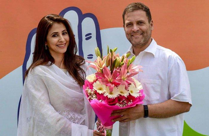 अभिनेत्री उर्मिला मातोंडकर कांग्रेस में हुई शामिल