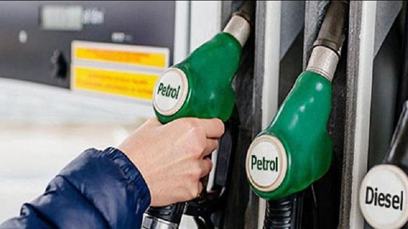 रविवार को फिर आई पेट्रोल-डीजल के दामों में गिरावट