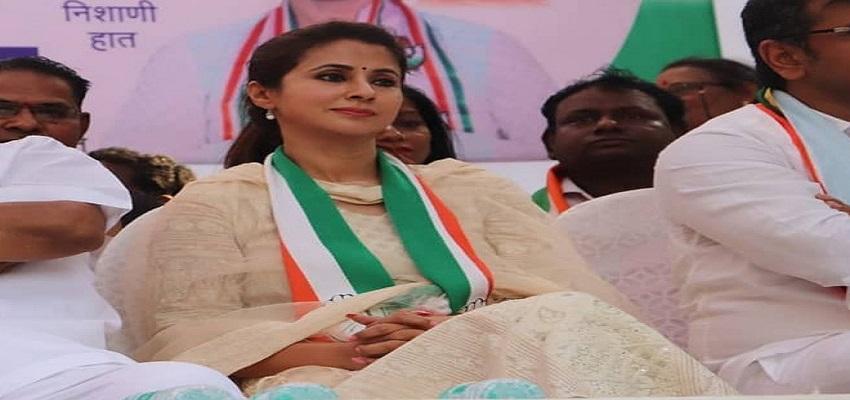 अभिनेत्री से नेता बनीं उर्मिला मातोंडकर ने कांग्रेस से  दिया इस्तीफा