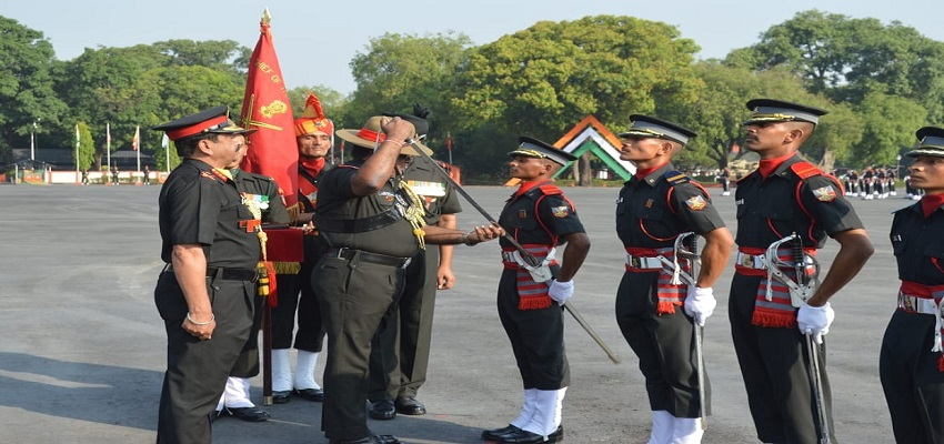 सेना के अधिकारियों ने युवाओं को किया सम्मानित
