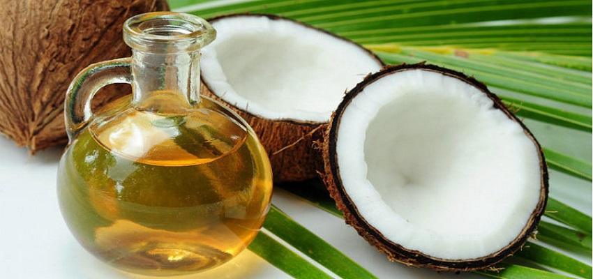 नारियल का तेल है चेहरे के लिए फायदेमंद