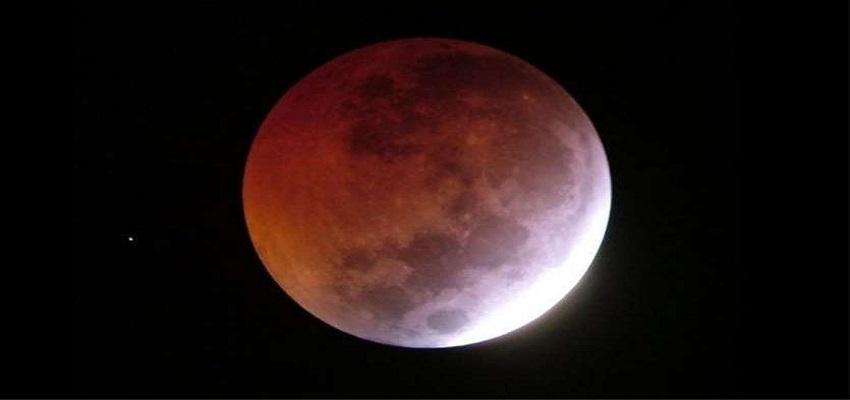 आज लगेगा साल का पहला चंद्र ग्रहण