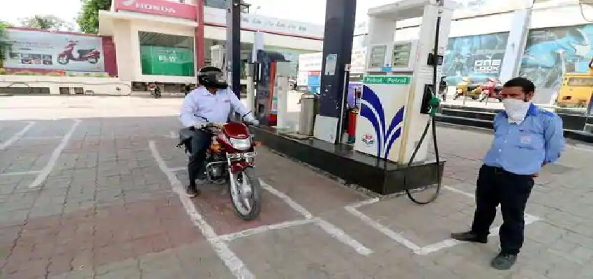 Congress Workers Detained:  पेट्रोल और डीजल की कीमतों पर राजनीतिक हलचल हुई तेज, हिरासत में लिए गए कांग्रेस कार्यकर्ता