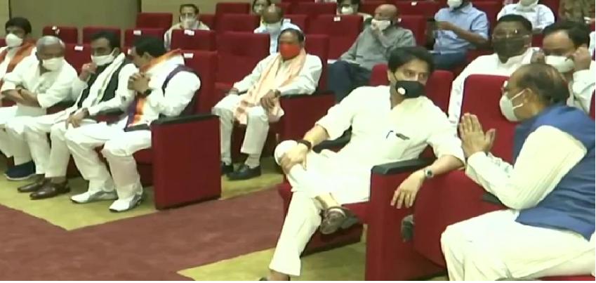 MP Cabinet Expansion: मध्य प्रदेश में शिवराज सरकार का 'शतक', मंत्रिमंडल का विस्तार, 28 में से 12 मंत्री सिंधिया गुट के बनाए