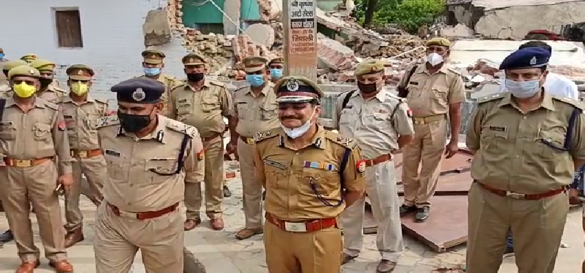 Chaubepur Police Station Suspicious: विकास दुबे के गांव बिकरू पहुंचे IG मोहित अग्रवाल, बोले- पूरा चौबेपुर पुलिस थाना शक के दायरे में है