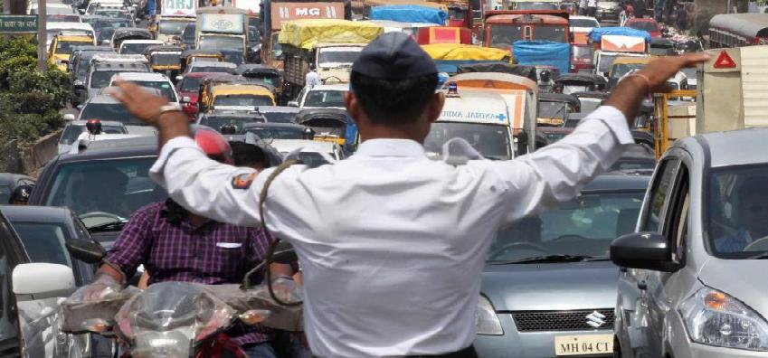 UP Police News: अलीगढ़ में पुलिस पर अवैध वसूली का आरोप, सीओ बोले- जल्द कार्रवाई होगी