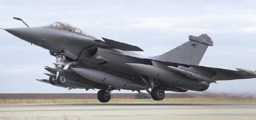 India China Standoff: भारत-चीन तनातनी के बीच लद्दाख में राफेल और मिराज ने भरी उड़ान