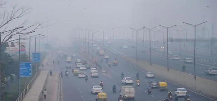 Delhi Pollution:  दिल्ली में तेजी से बढ़ रहा है प्रदूषण, जानें आज का एक्यूआई