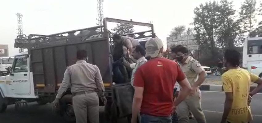 UP: मथुरा भीषण सड़क हादसे में दो युवकों की हुई दर्दनाक मौत