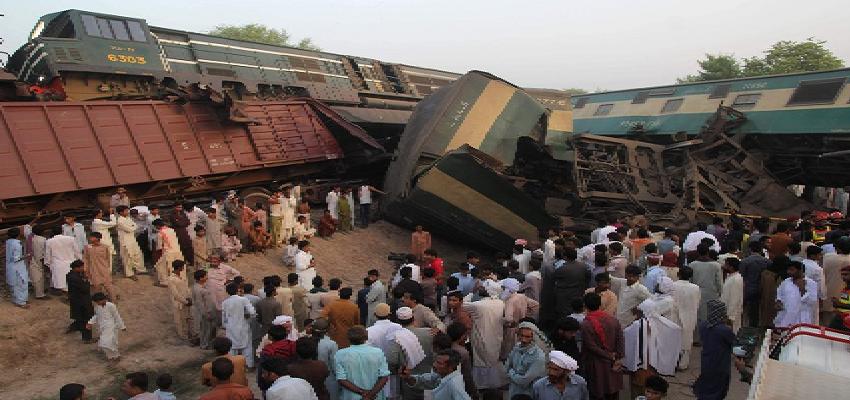 Pakistan train accident: पड़ोसी देश पाकिस्तान में दर्दनाक रेल हादसा, 33 लोगों ने गंवाई अपनी जान