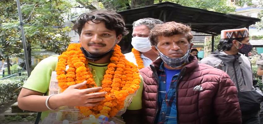 Himachal: युवक ने 43 दिन में 2800 km की यात्रा कर लोगों को दिया संस्कृति और पर्यावरण का संदेश
