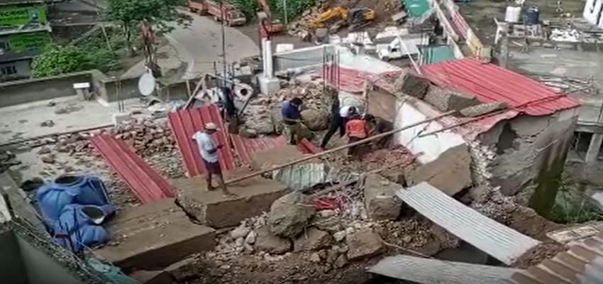Himachal:  होटल पर गिरा मलबा, अंदर सो रहे तीन कर्मचारी आए चपेट में, एक की मौत