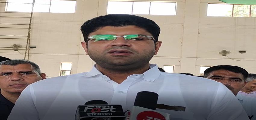 Haryana: नारनौल दौरे पर उपमुख्यमंत्री दुष्यंत चौटाला, 'गठबंधन का निर्णय लेकर उम्मीदवार उतारा गया है'